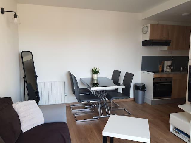 Appartement T2 charme et confort, TV et extérieur