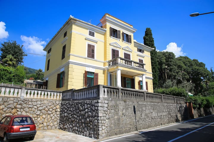 Villa Carlotta seaside Apartment, Lovran - Opatija