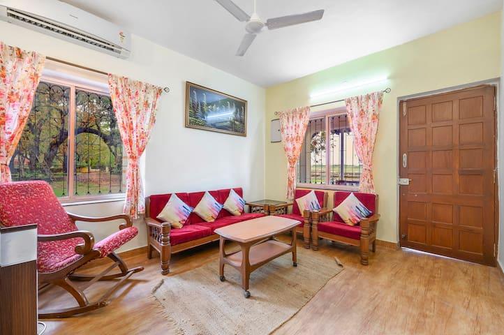 Chic two-bedroom farmhouse on Divar Island/73612