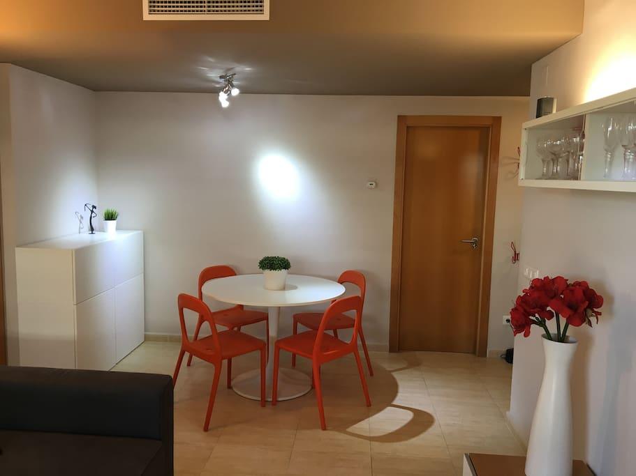 Salón comedor de donde se puede salir directamente a la terraza.