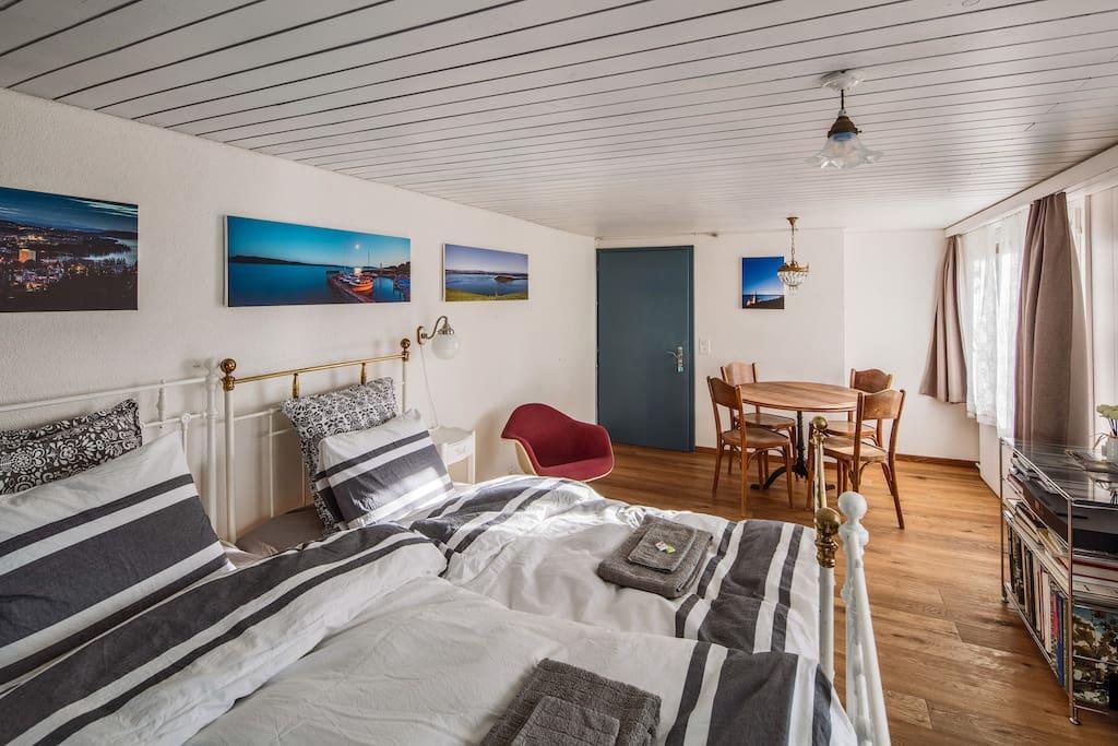 Room south with two single beds - Zimmer Süd mit zwei Einzelbetten