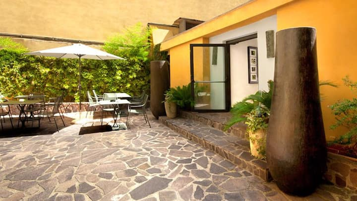 Coliseum Luxury Home Garden