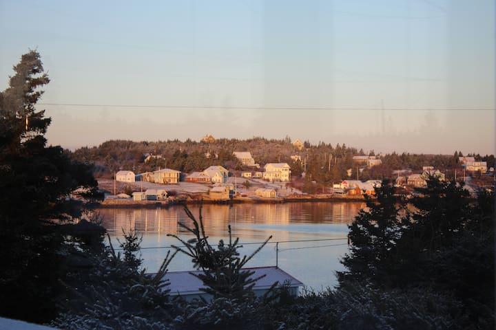 Home in the Harbour: Tranquil Vistas - Ketch Harbour - Ev
