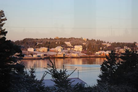 Home in the Harbour: Tranquil Vistas - Ketch Harbour - Hus
