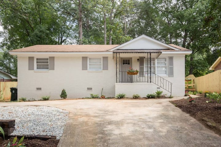 Catlin Cottage - Great getaway for Valentines day!  Wonderful family getaway. Perfect location to walk/bike on the Swamp Rabbit Trail!
