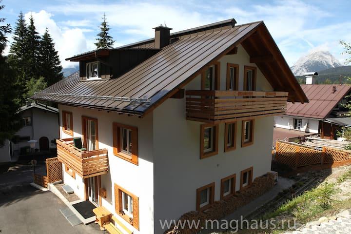 Maghaus, Apartment 7