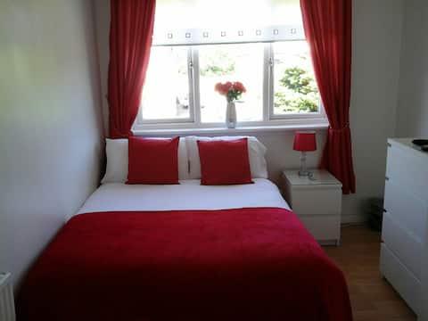 Comfortable double bedroom in semi detached house