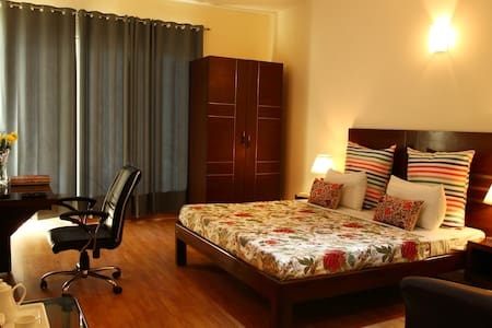 Private Serviced BnB with balcony (Perch) - Gurugram - Bed & Breakfast