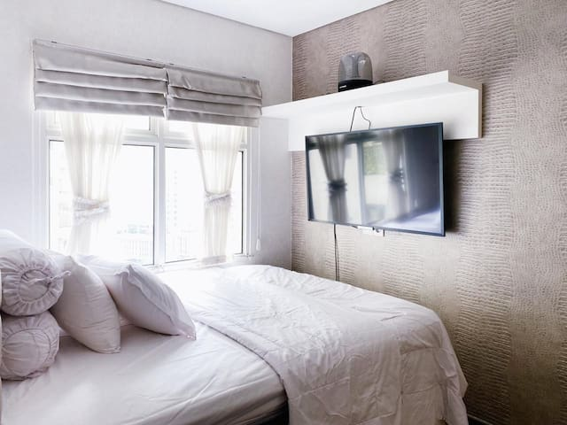 """Sleeping quarter, equipped with 50"""" Smart TV, and dimmable lighting to maximise your entertainment experience."""