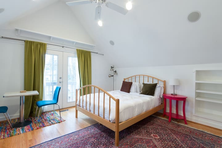 Cute and private loft apartment