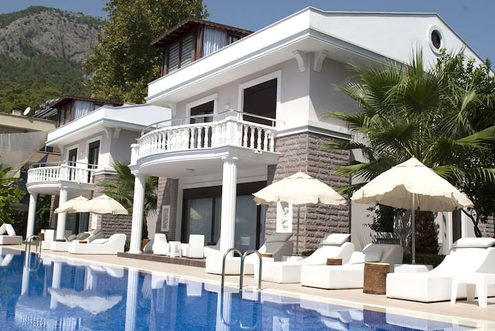 Bamont Villas - MOVE TO WHAT MOVES YOU...