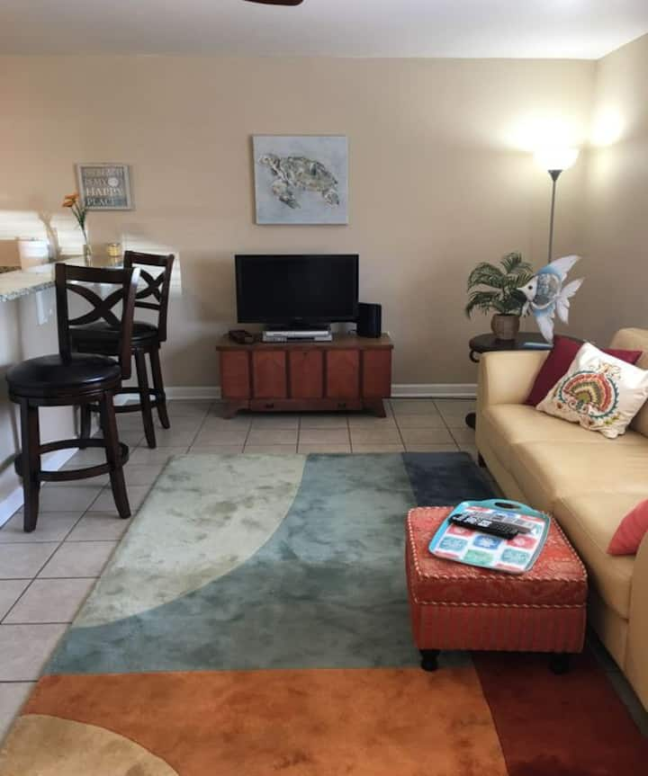 Cozy Cottage-Walk to Beach-short drive to Casinos!