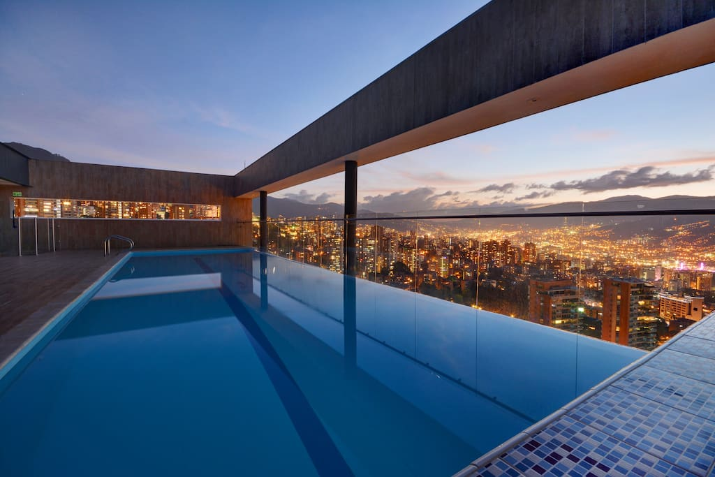 Roof top infinity Pool with Jacuzzi and Steam Sauna
