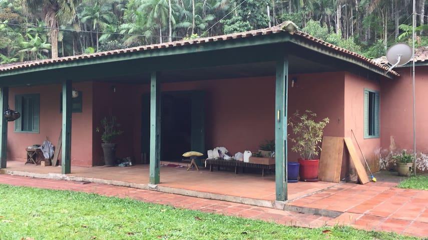 Casa (16 pessoas) em sítio São Luiz do Paraitinga