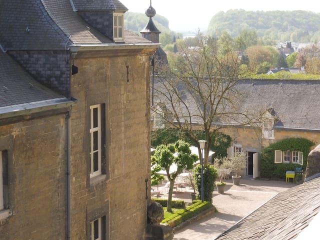 Chateau Neercanne ( 12 minutes by car, at times coffee or lunch is served on the terrace or lunch)
