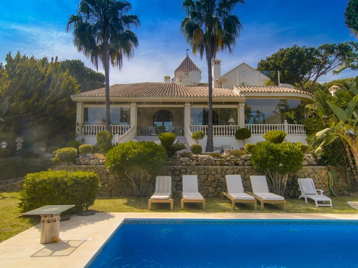 ⭐ Hacienda Las Chapas villa with six bedrooms BBQ