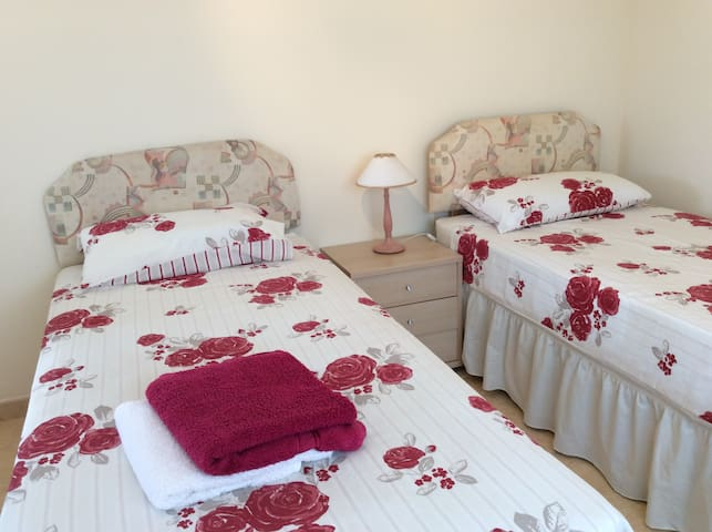 The lodges - La Marina - Bed & Breakfast