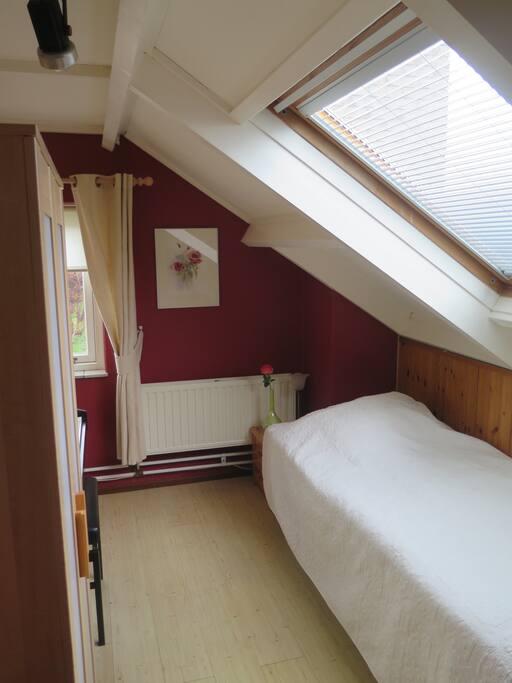 Apart bed beschikbaar voor een derde persoon of een tweede persoon die privacy wenst.