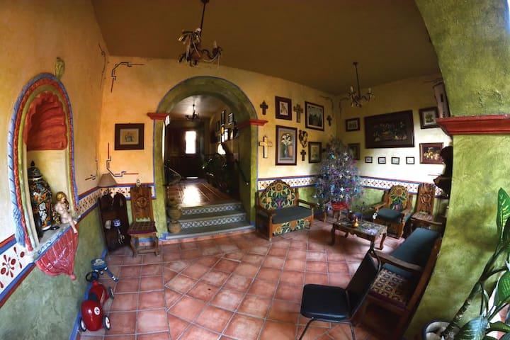 Casa Colibrí, folklore mexicano.