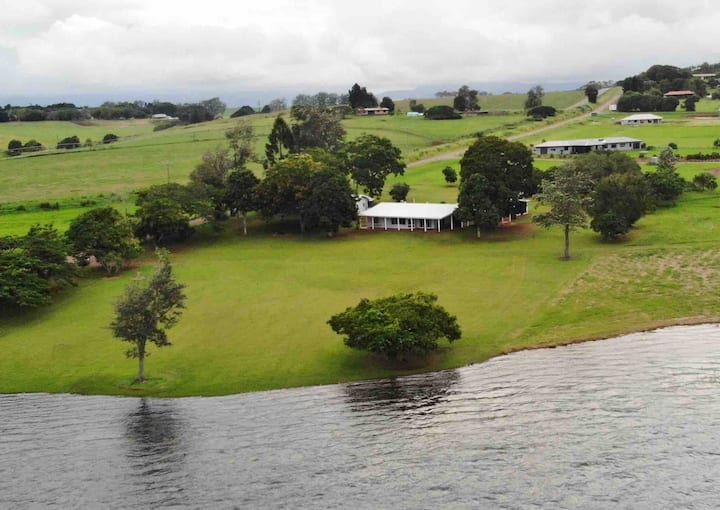 Tinaroo Lakefront Homestead