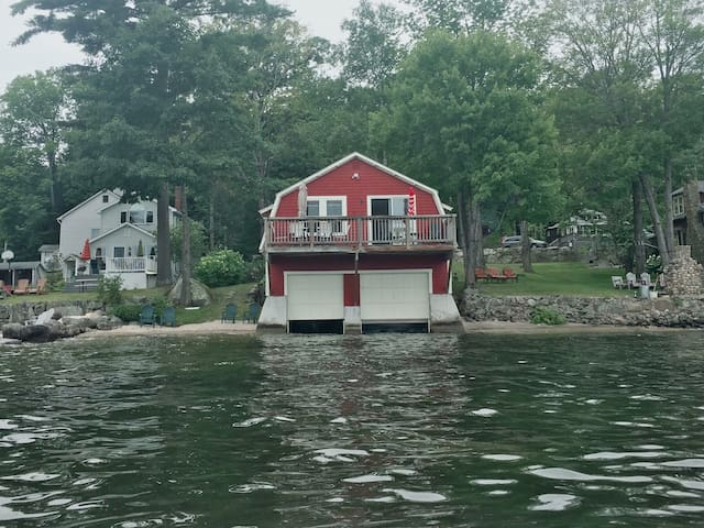 LAKE LIFE! Boat House with Mooring !