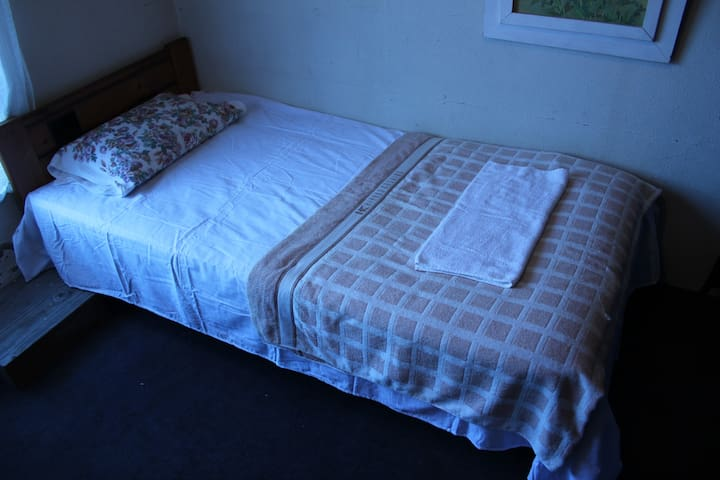 Ushiku Guest House (Room001) Free WiFi 24 Hrs - Ami - Bed & Breakfast