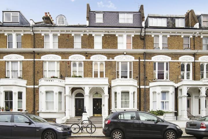 Modern Kensington Studio - 2 mins walk to Olympia!
