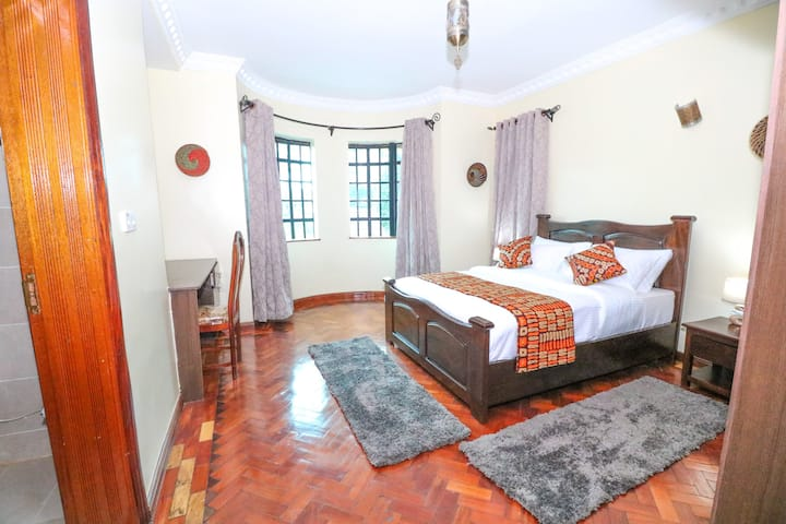 RUNDA NAIROBI-5* En suite Private en suite Room