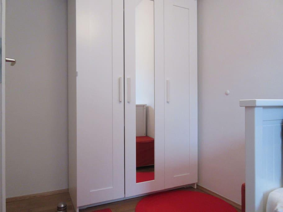 Kleiderschrank in Deinem Zimmer