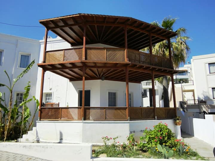 Duplex villa with garden at Bardakçı Bay