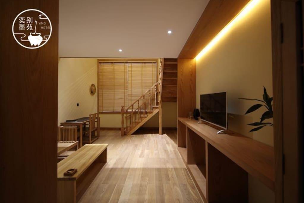 楼下客厅,楼上楼下都有网络电视机楼下懒人塌可改成床