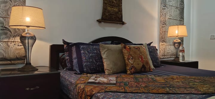 Rsva - Luxury room with King size Bed & Antiques