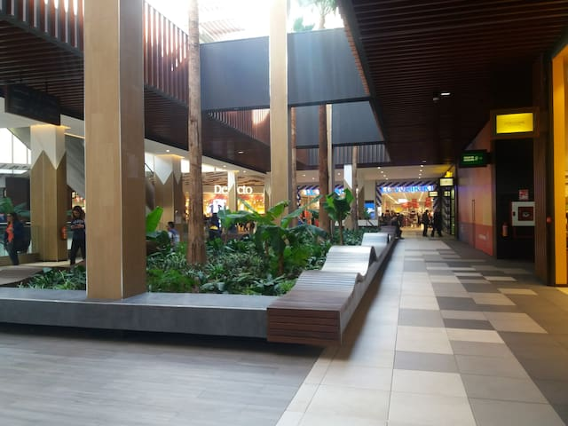 """Arribat Center"" mall"