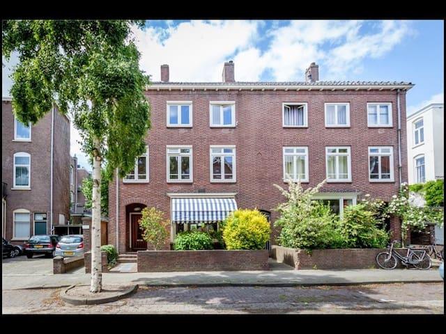 Ruim huis met stadstuin in centrum - Nijmegen - Casa