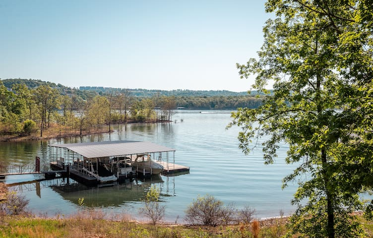 Lake Front in Branson!  Golfing, Boating, More!
