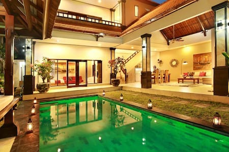Beachside Villa DeLiza Seminyak for 10 people