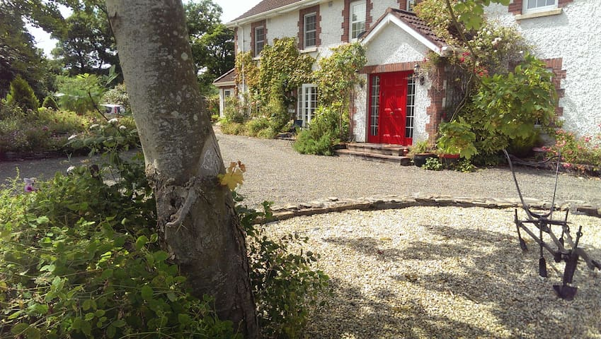 Country Home Kells Area, amenable to Clonabreany