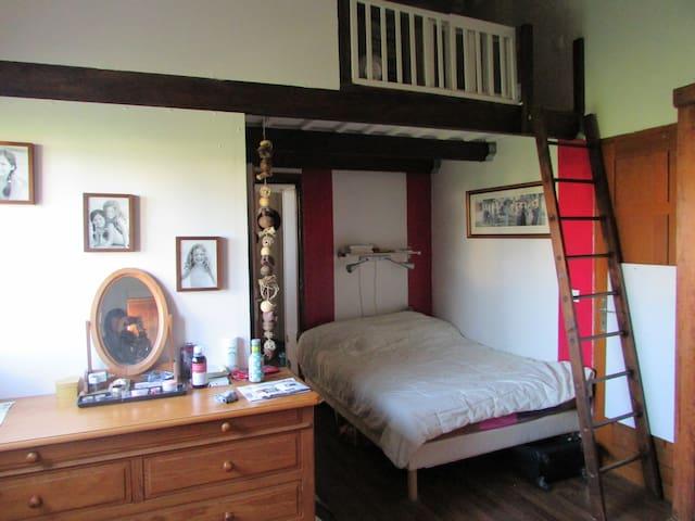 Chambre  aux portes du médoc,sde privative,piscine - Parempuyre - Hus