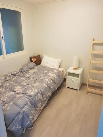 Room 2: 3 mins to Hapjeong (Station), only women - Mapo-gu - Bed & Breakfast