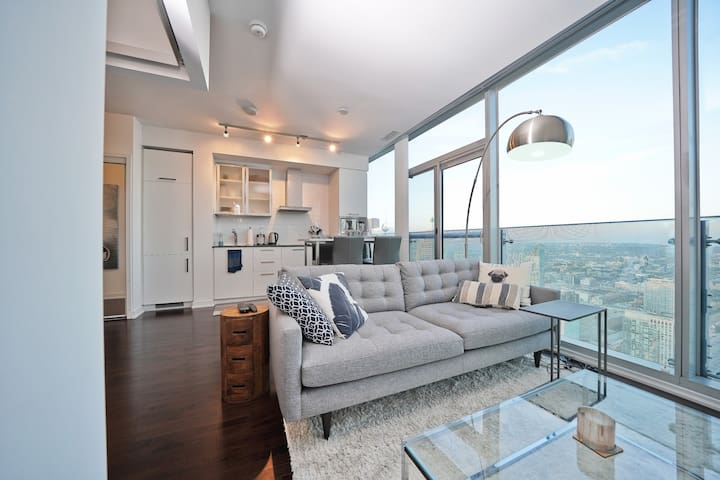Upper Penthouse 1BR at Scotiabank Arena & CN Tower