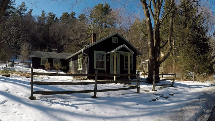 Cottage on Scenic Road - Great Barrington - Cabin