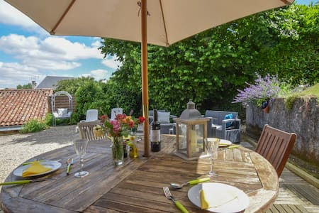 La Maison Muguet, boutique holiday home and garden