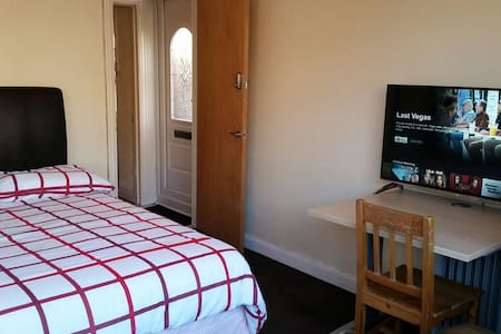 Double Room - Epsom - Maison