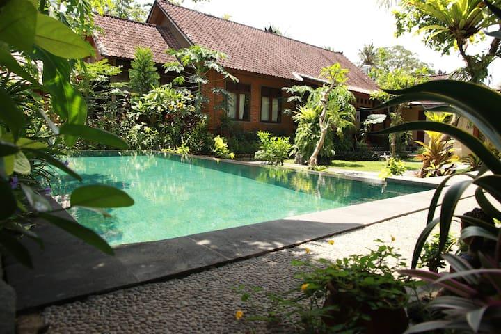 Bird poolgarden studio-5 min from Ubud centre