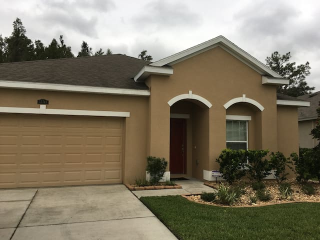 Minutes from Wiregrass Mall, I-75 - Wesley Chapel - Maison