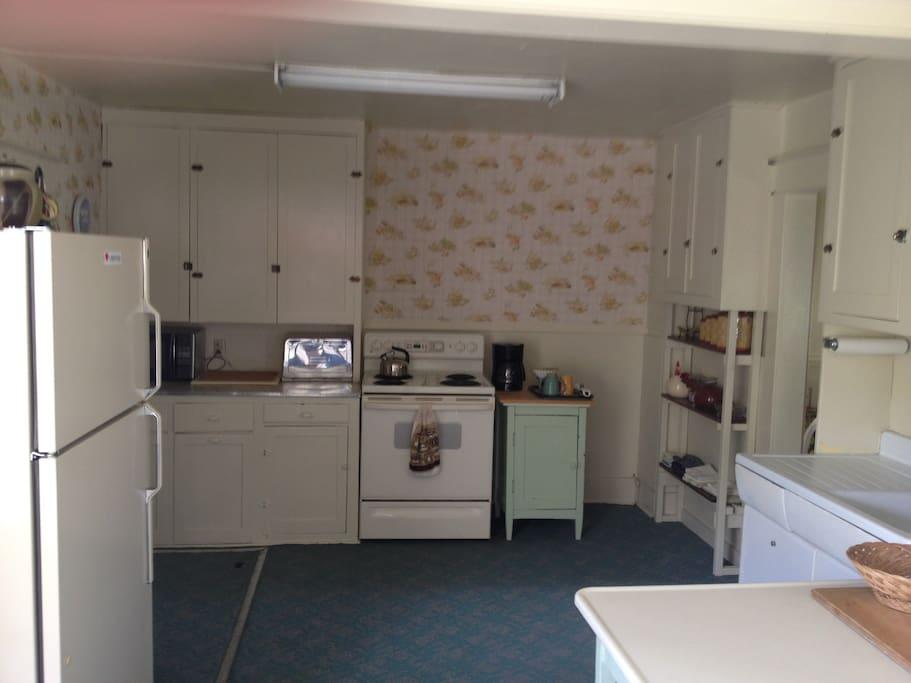 The Quaint Farmhouse Kitchen