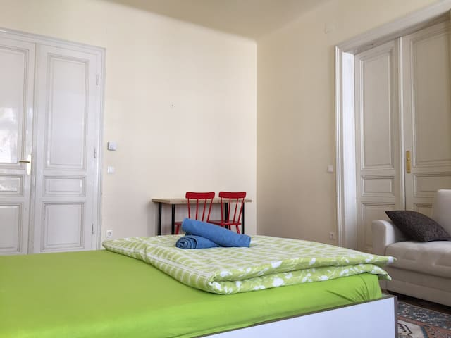 Classic Vienna Apartment , 12 min. to City Center