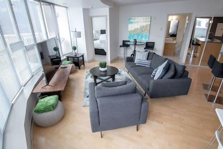 2 Bedroom Luxury Condo - The Juliet, w/ Parking