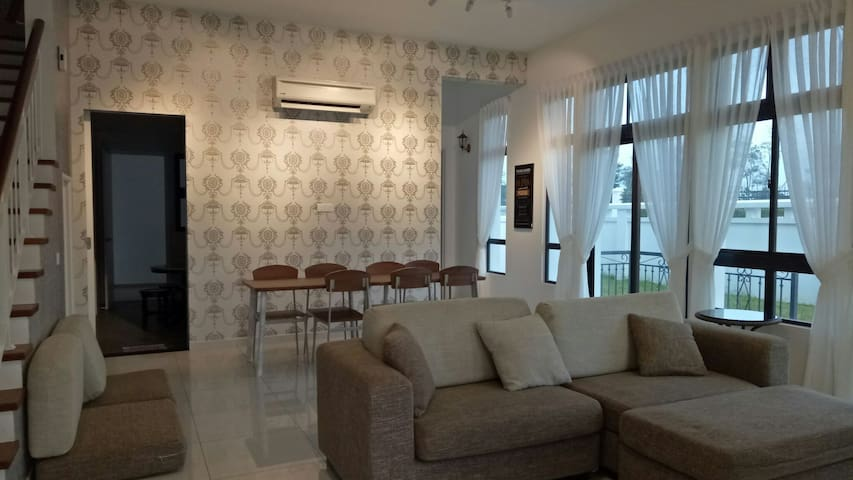 Comfortable fully AC home for Families to gather