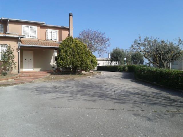 VIlla Giglio - 2 camere fino a 5 posti letto - Caltagirone - Villa